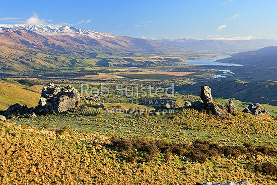 Looking down on Cromwell, Ripponvale, the Clutha River Valley and Lake Dunstan from the Carrick Range. Pisa Range at left. Rock tors, Bannockburn, Central Otago District, Otago Region, New Zealand (NZ) stock photo.