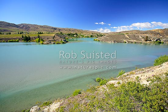 Lake Dunstan from near Bannockburn. Vineyards in distance, Cromwell, Central Otago District, Otago Region, New Zealand (NZ) stock photo.