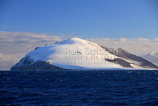 Beaufort Island (76°56'S 166°56'E), the northernmost feature of the Ross Archipelago, lying 12 miles north of Cape Bird, Ross Island, Beaufort Island, Ross Sea, Antarctica stock photo.